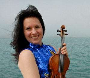 Photograph of violinist Carla Trynchuk