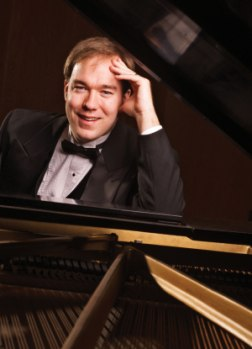Photograph of pianist Joshua Russell